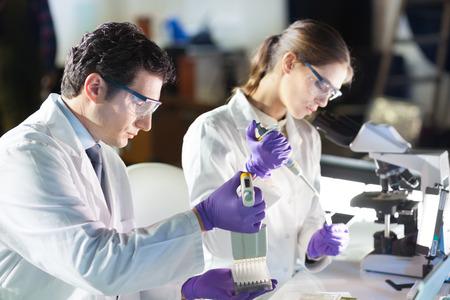 Foto de Life scientist researching in laboratory.  - Imagen libre de derechos