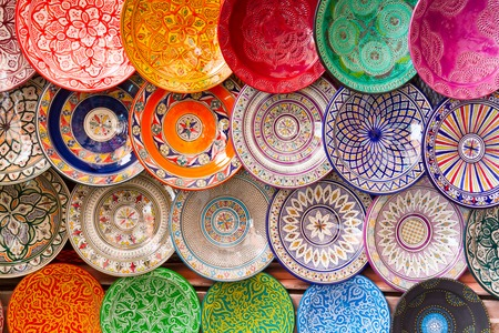 Photo pour Traditional arabic handcrafted, colorful decorated plates shot at the market in Marrakesh, Morocco, Africa. - image libre de droit