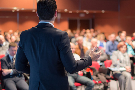 Photo pour Speaker giving a talk on corporate business conference. Unrecognizable people in audience at conference hall. Business and Entrepreneurship event. - image libre de droit
