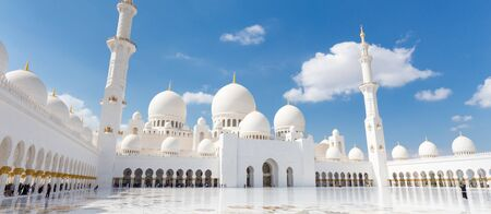 Photo pour Sheikh Zayed Grand Mosque in Abu Dhabi, the capital city of United Arab Emirates. - image libre de droit