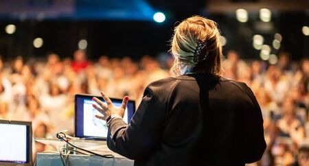 Photo pour Female speaker giving a talk on corporate business conference. Unrecognizable people in audience at conference hall. Business and Entrepreneurship event. - image libre de droit