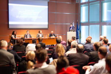 Photo pour Business and entrepreneurship symposium. Speaker giving a talk at business meeting. - image libre de droit