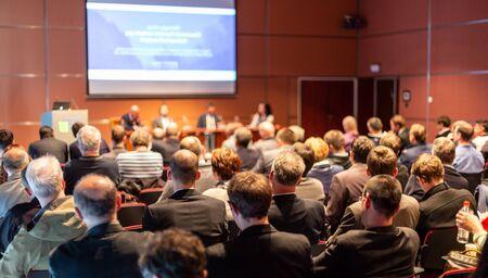 Photo pour Round table discussion at business convention and presentation. - image libre de droit