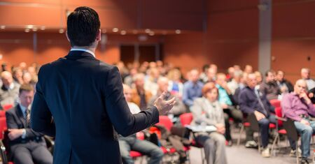 Foto de Speaker giving a talk on corporate business conference. Unrecognizable people in audience at conference hall. Business and Entrepreneurship event. - Imagen libre de derechos