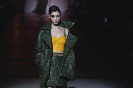 Foto per KYIV, UKRAINE - FEBRUARY 3, 2018: Models present a creation The COAT by designer Katya Silchenko during 42nd Ukrainian Fashion Week season Fall/Winter 2018/19 at Mystetskyi Arsenal in Kyiv, Ukraine - Immagine Royalty Free