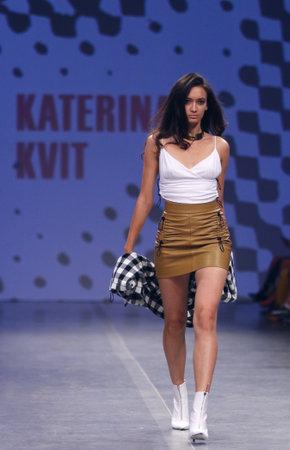 Foto per KYIV, UKRAINE - SEPTEMBER 3, 2018: Model presents a creation by designer KATERINA KVIT during Ukrainian Fashion Week Spring/Summer 2019 at Mystetskyi Arsenal in Kyiv, Ukraine - Immagine Royalty Free