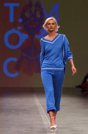 Foto per KYIV, UKRAINE - SEPTEMBER 3, 2018: Model presents a creation by designer T.MOSCA during Ukrainian Fashion Week Spring/Summer 2019 at Mystetskyi Arsenal in Kyiv, Ukraine - Immagine Royalty Free