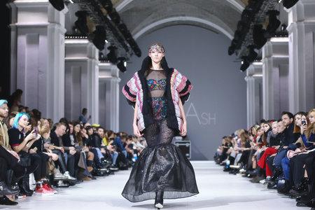 Foto per KYIV, UKRAINE - FEBRUARY 7, 2018: Models present a creation by designer GUASH during 42nd Ukrainian Fashion Week season Fall/Winter 2018/19 at Mystetskyi Arsenal in Kyiv, Ukraine - Immagine Royalty Free