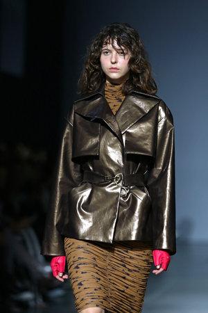 Foto per KYIV, UKRAINE - FEBRUARY 3, 2019: Model presents a fashion creation of A/RAISE brand during the 44th Ukrainian Fashion Week season Fall/Winter 2019/20 at Mystetskyi Arsenal in Kyiv, Ukraine - Immagine Royalty Free