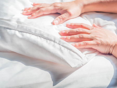 Photo pour White wrinkles dust mite pillow and bedding cover with woman 's hand. - image libre de droit