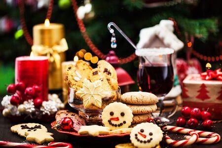 Photo pour Various Chrismtas cookies, Holiday concept - image libre de droit