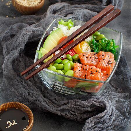 Foto de Hawaiian salmon poke salad with rice close up - Imagen libre de derechos
