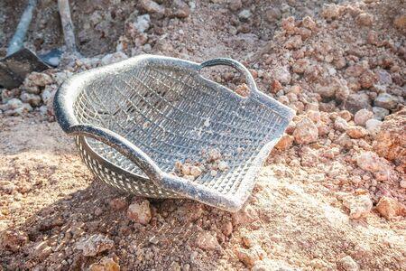 Photo pour Clam-shell shaped basket on soil pile - image libre de droit