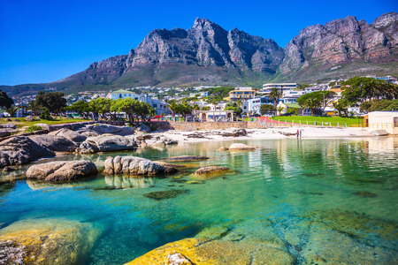 Photo pour Panorama of Cape Town, South Africa. The city beach against magnificent mountains - image libre de droit