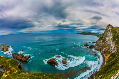 Photo pour Travel to New Zealand. Nuggets Point is a landmark relief on the Kathlins coast, surrounded by rocky islets. The concept of active, eco and photo tourism - image libre de droit