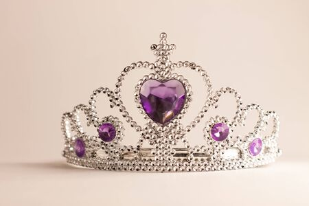 Photo pour Silver crown with violet heart diamonds isolated on light background. Purple crystal headband. Female Little miss rhinestone tiara. Girl fashion, cute baby style. Kids accessories for birthday party. - image libre de droit