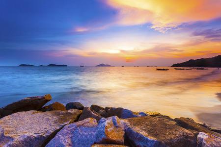 Photo pour Sunset coast in Hong Kong - image libre de droit