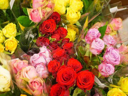 Photo pour bouquets of flowers. Many bouquets of flowers. Roses, lilies, chrysanthemums. Close-up. - image libre de droit