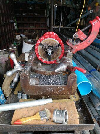 Photo pour Steel tube lathe with multi-size pipes and accessories - image libre de droit