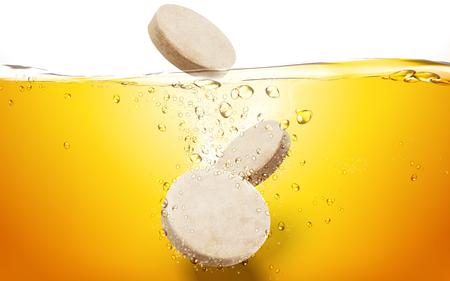 Illustration pour tablets in orange juice with bubbles, 3d illustration - image libre de droit