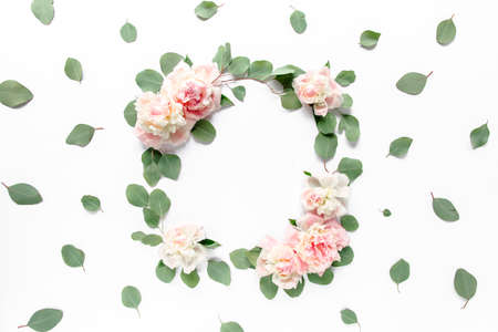 Photo pour Floral round frame wreath made of pink and beige peonies flower buds, eucalyptus branches and leaves isolated on white background. Flat lay, top view. - image libre de droit