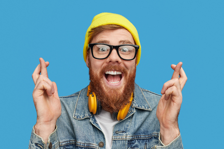 Photo pour Excited hipster wishing to win lottery - image libre de droit