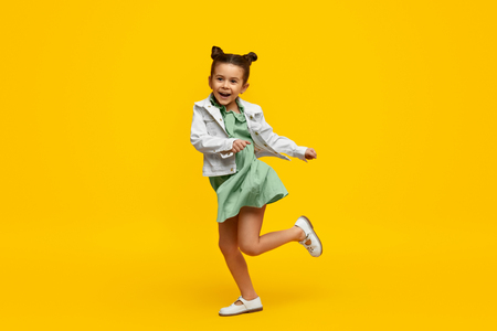 Photo pour Stylish child smiling and dancing - image libre de droit