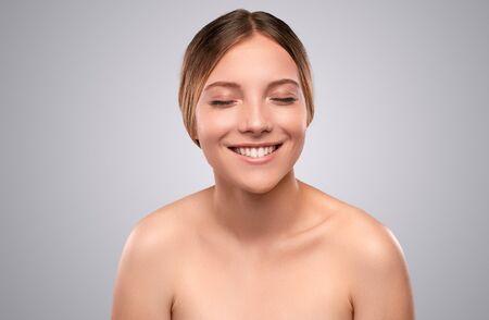 Foto de Happy young female model with smooth skin - Imagen libre de derechos