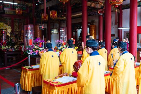 Photo pour 16 February 2018, Changhua Taiwan : Taoist monk people praying in Kaihua temple in Changhua Taiwan - image libre de droit
