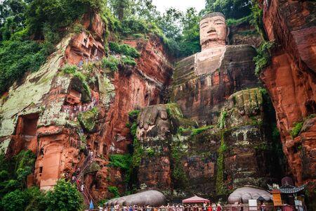 Foto de Full view of the Leshan Giant Buddha or Dafo from river boat in Leshan Sichuan China - Imagen libre de derechos