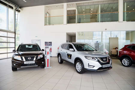 Photo pour Vologda, Russia - June 18, 2019: Cars in showroom of dealership Nissan in Vologda city in Russia - image libre de droit