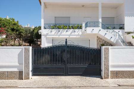 Photo pour New dark metal double gates for entry into the yard - image libre de droit