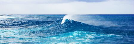 Photo pour Panoramic image of the powerful sea wave splash, panoramic water background - image libre de droit