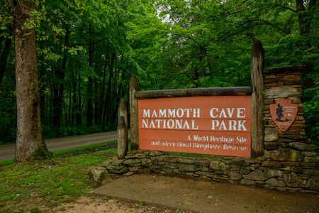 Photo pour Mammoth Cavem, United States: May 5, 2019: Mammoth Cave National Park Entry Sign - image libre de droit