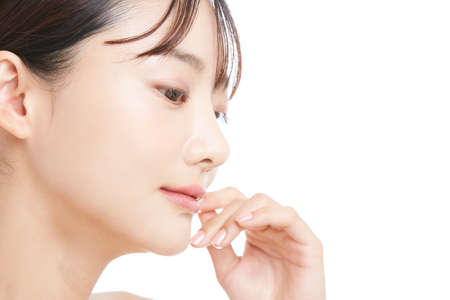 Foto de Beauty portrait of a young Asian woman with a white background - Imagen libre de derechos