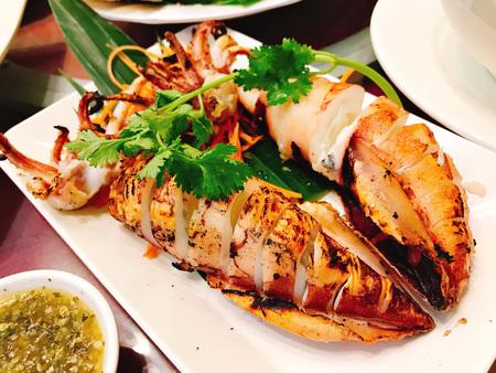 Photo pour A dish of Thai style grilled squid. - image libre de droit