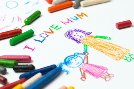 Foto de Kid drawing of mother holding her daughter for happy mother's day theme - Imagen libre de derechos