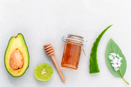 Photo pour Alternative skin care  and scrub fresh  avocado , leaves ,sea salt , oils, lime and honey on marble background. - image libre de droit