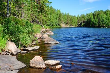 Photo pour Beautiful forest lake in Finland - image libre de droit