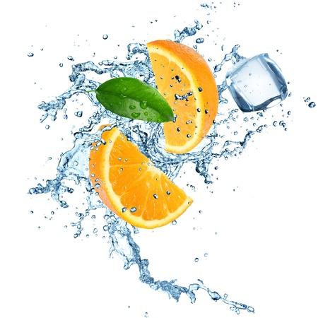 Oranges in water explosion