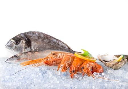 Foto de Fresh seafood on crushed ice, close-up. - Imagen libre de derechos
