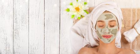 Photo pour Young healthy woman with face clay mask. - image libre de droit