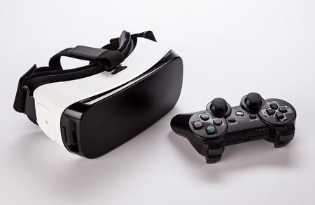 Photo pour VR virtual reality glasses on white background - image libre de droit