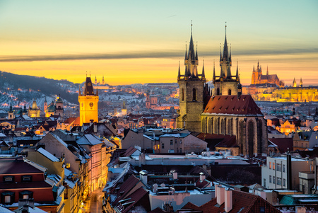 Foto de Panoramic view of Old Town and Temple of Tyn in Prague. - Imagen libre de derechos