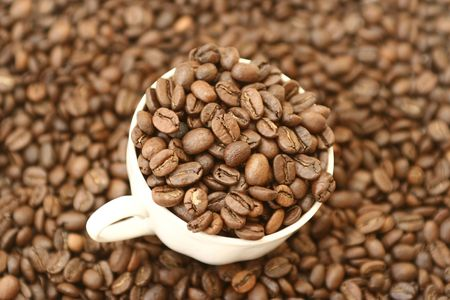 The full cup of coffee grains costs on grains of coffee