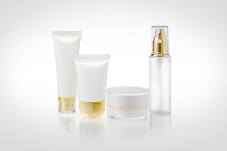 Photo pour Set of cosmetic containers - image libre de droit