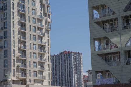 Photo pour Modern civil engineering. Construction of a new district. High rise building under construction - image libre de droit
