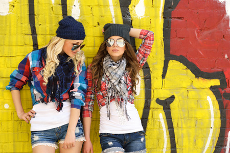 Photo pour Two teen girl friends together having fun. Outdoors, urban lifestyle.  - image libre de droit