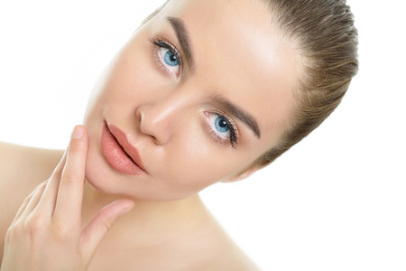 Photo pour Beauty portrait of young woman with beautiful healthy face over white background - image libre de droit