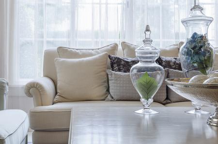 Photo pour luxury earth tone color sofa in living room - image libre de droit